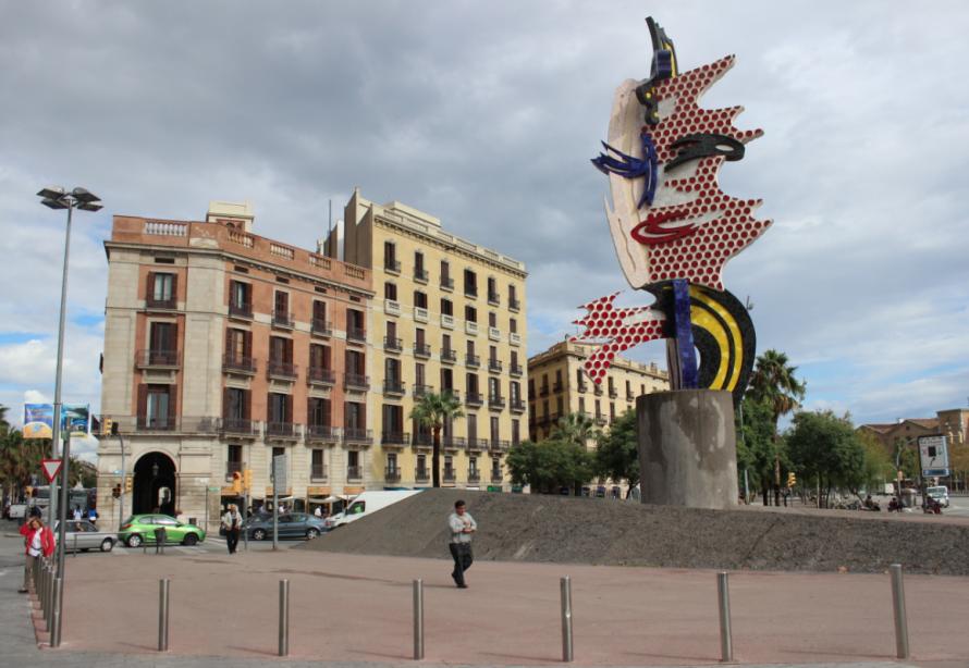 viajoscopio.com - Monumentos llegando a la Barceloneta, Barcelona, España.