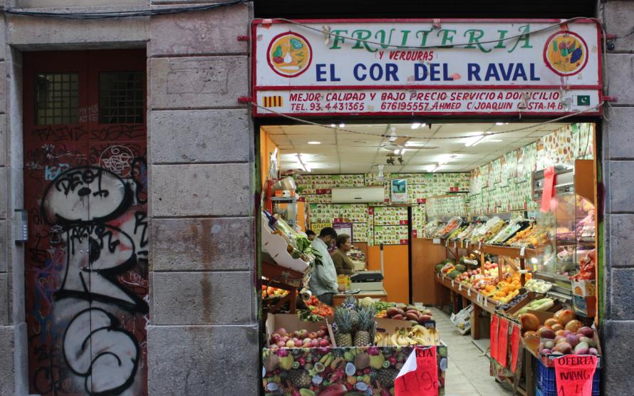 viajoscopio.com - El corazón del raval, minimarket, Barcelona, España.