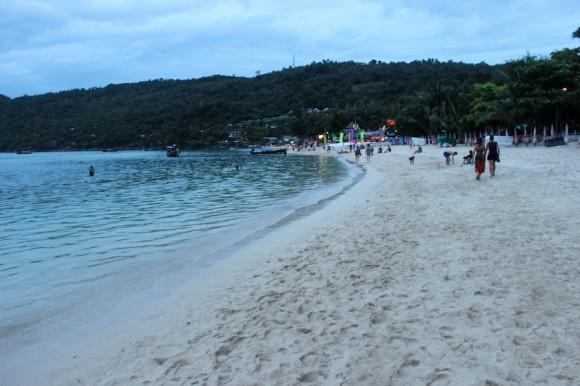 Y la playa de la fiesta.