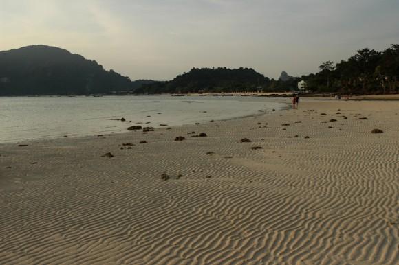 En horas de marea baja la playa de puerto se hace plana e interminable.