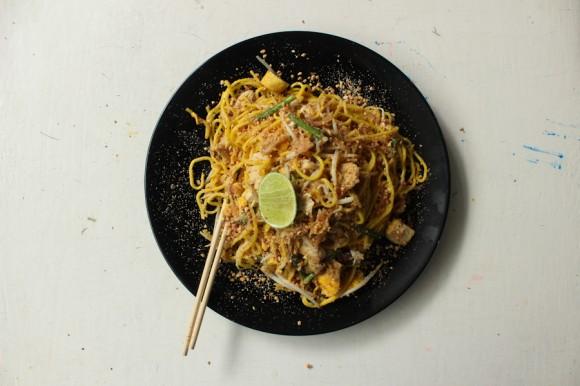Pad Thai wtih egg and chicken. En el foud court, el puestito de Song, el mejor lejos.