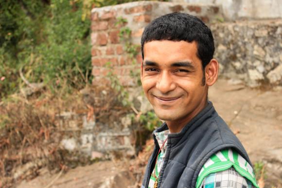 Prakash, uno de los hijos del dueño.