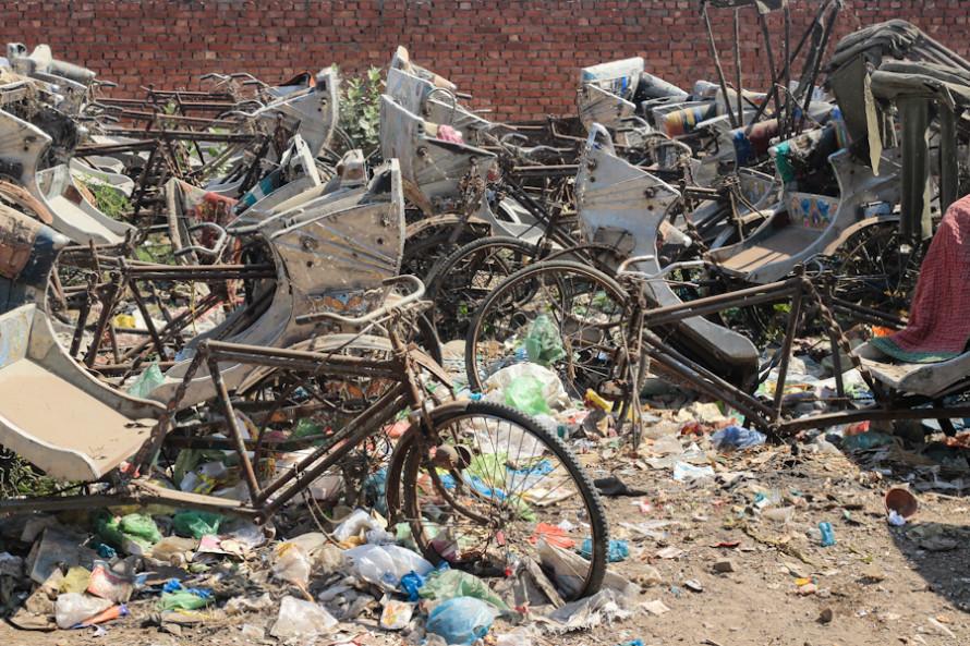 Tiene cementerios de bici-rickshaws.