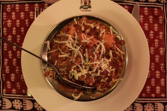 O agasajarse con un plato de comida tradicional exquisita preparada únicamente con ingredientes de la huerta de la familia o de producción casera en el pueblo.