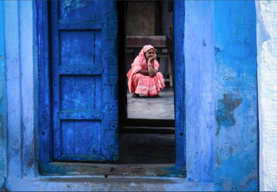 Espiando a una señora en Agra.