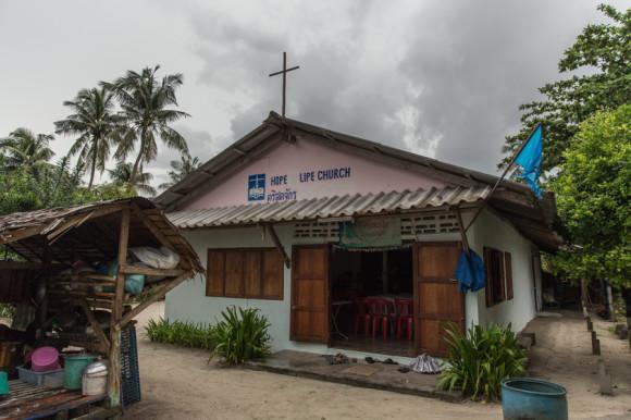 En la isla hay una iglesia, una mezquita y un templo buddhista.