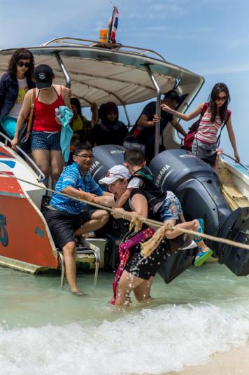 Sólo los speed boat dejan a sus pasajeros a pocos metros de la orilla.