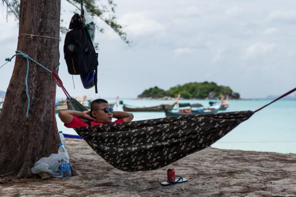 Si el ritmo de vida thai es justamente todo lo opuesto al que se tiene durante una emergencia, mucho más lo es en una isla.