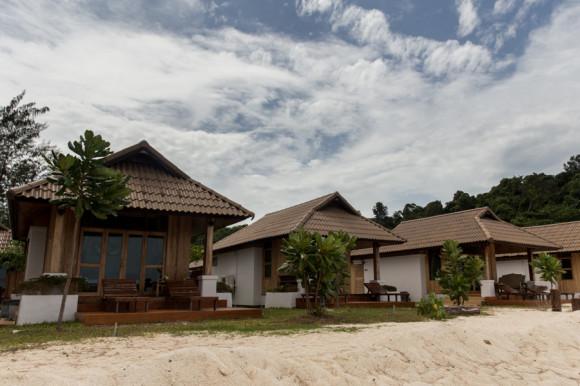 En su extremo sur están los bungalows de Bundhaya Resort.