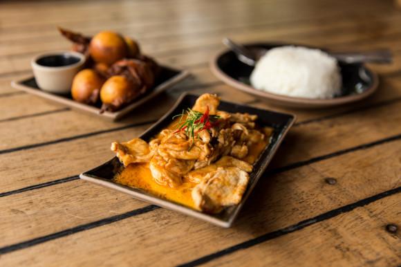 La comida tailandesa es muy buena (destaca por sobre la occidental) y el precio razonable para tratarse de un resort.