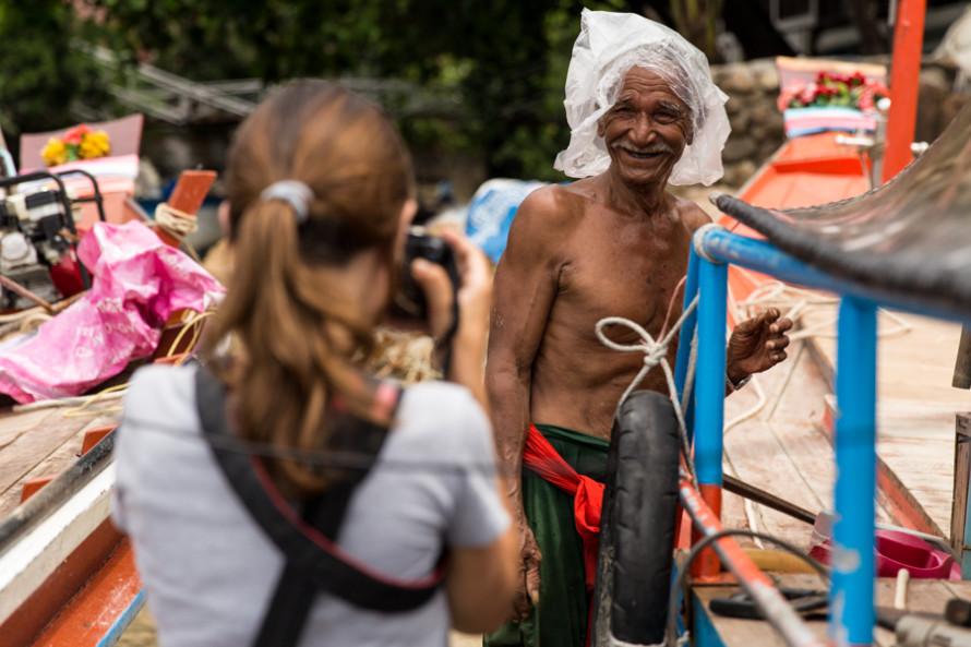 El pescador que consigue la mercadería.