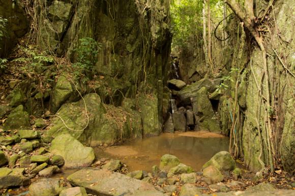 Hin Lad Waterfall en época de sequía. De septiembre a marzo son mucho más lindas.