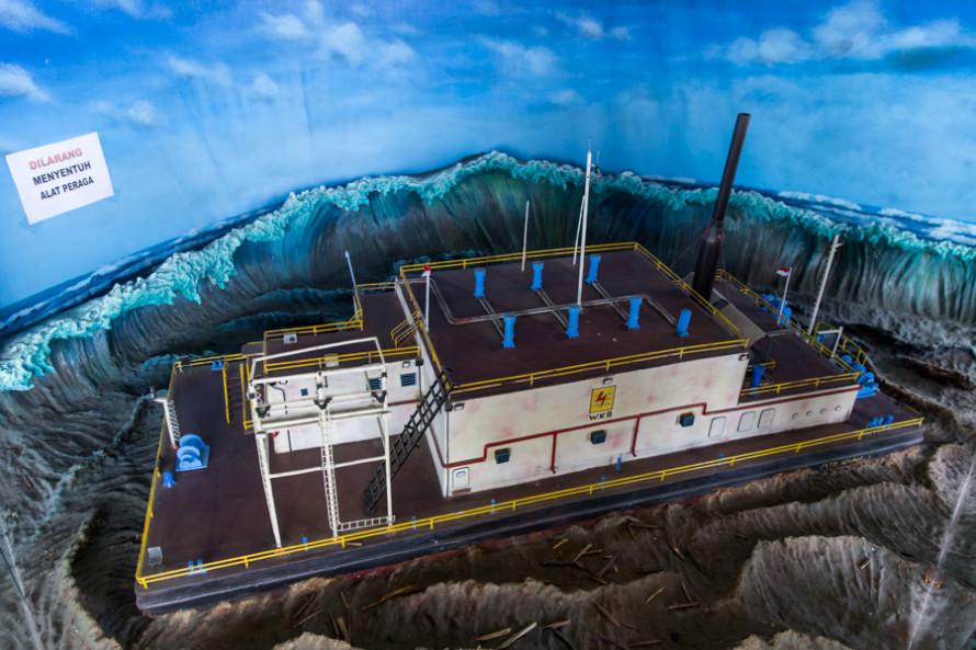 Una central eléctrica de 2.600 toneladas que flotaba mar adentro fue arrastrada por el tsunami...