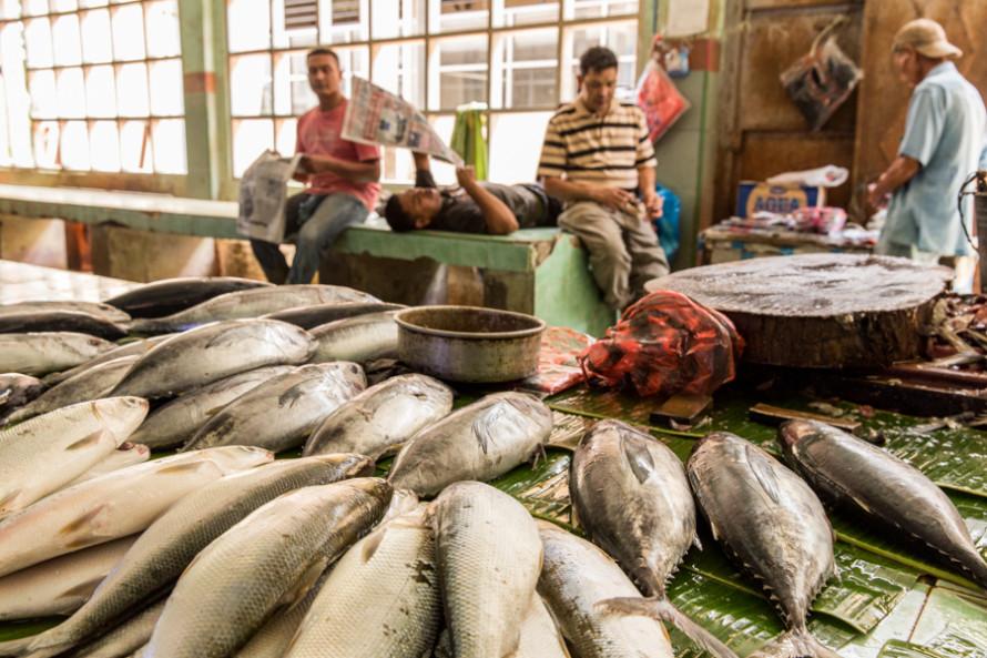 La ciudad vuelve a tener vida en sus espacios cotidianos como los mercados callejeros de frutas, especies, pollos y pescados.