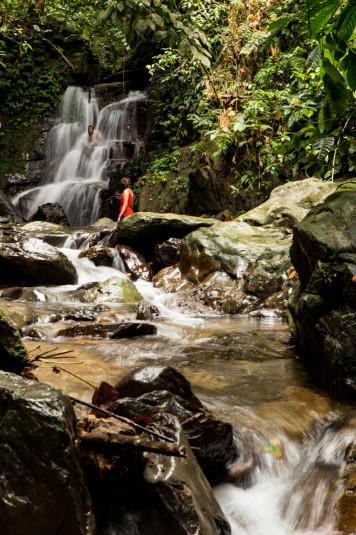 La cascada queda a 15 minutos de caminata desde el campamento y mucha gente decido no ir, pero la verdad es que es una gran picardía perdérsela.