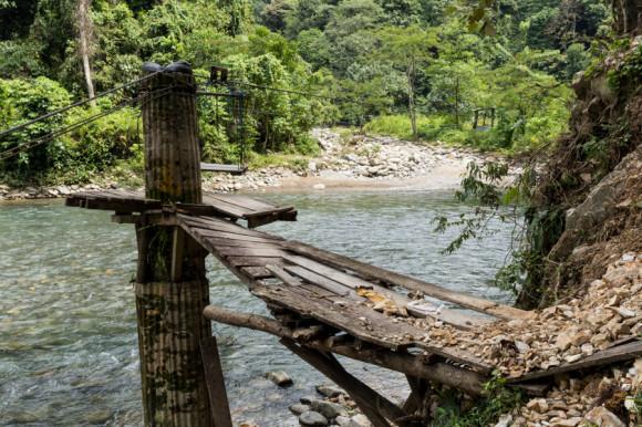 Hay sectores en donde se puede cruzar el río con estas tele sillas manuales, pero no son necesarias para la caminata.