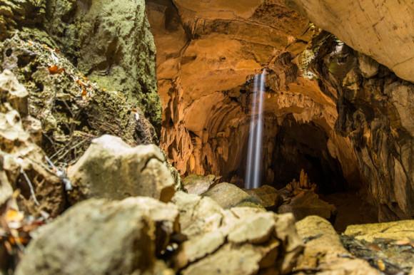 Para los que ya volvieron del trekking o tienen una tarde libre y no saben que hacer, hay unas cuevas con murciélagos a 20 minutos a pie desde el pueblito. La entrada sale 5.000 IRD y un guía por las cuevas empieza por 30.000 IRD pero se puede regatear. Es fundamental llevar linterna y agua.