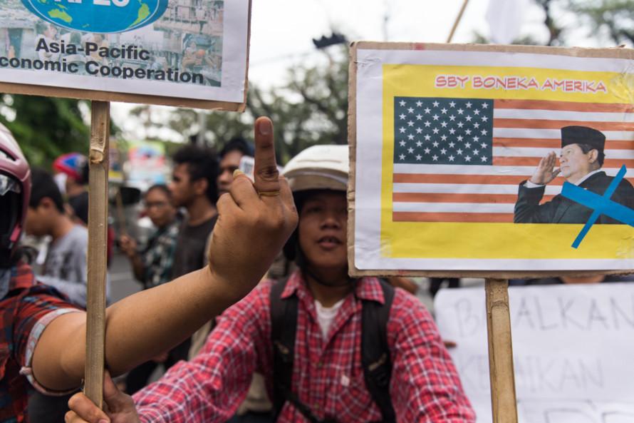 """Como ésta que pregonaba la unión asiática bajo el refinado concepto de """"FUCK YOU AMERICA"""" (por Estados Unidos)."""