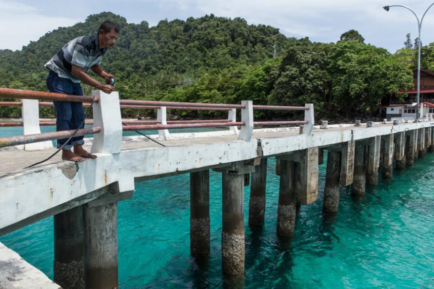 A pesar de que como en toda isla muchos se dedican a la pesca, acá la actividad principal es la agricultura siendo el clavo de olor y el coco sus principales productos.