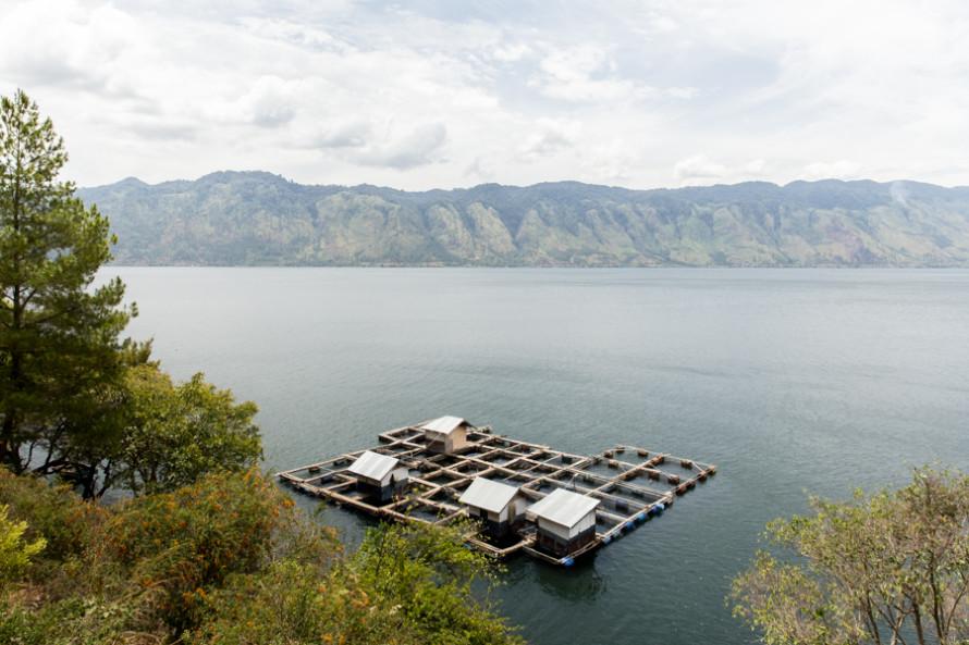 Y también estos flotantes, como los que hay a montones en Halong Bay.