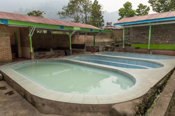 ...y estas hot springs (que a mí muy poco me tientan) para descansar una vez llegados a la aldea.
