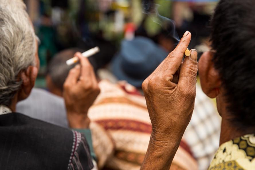 viajoscopio.com - Cigarrillo fumadores, North Sumatra, Sumatra, Indonesia -1
