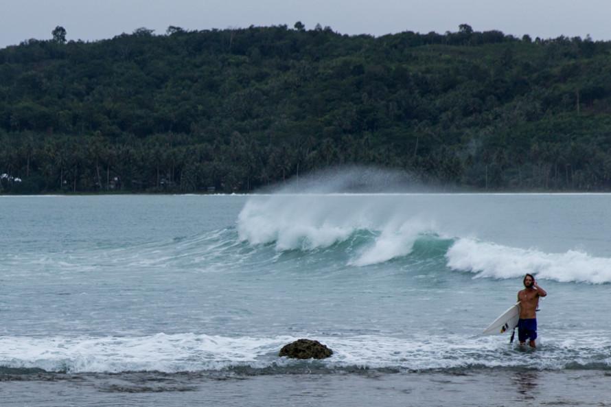 Sorake es una playa en donde los extranjeros que se ven, probablemente sean surfers.