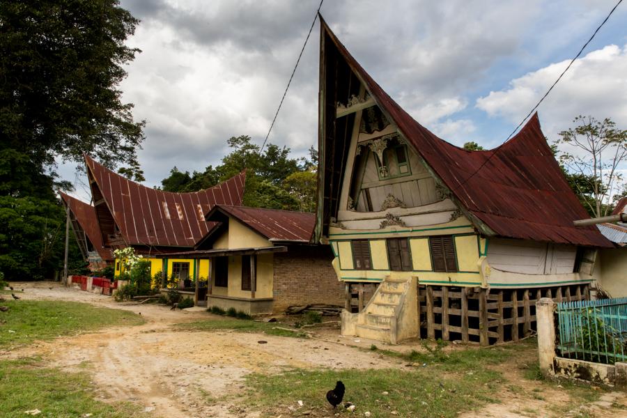 Las casitas de la gente Batak, el grupo étnico que vive en la isla.