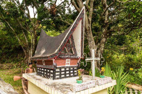 viajoscopio.com - Tuk Tuk, Samosir Island, Danau Toba, North Sumatra, Sumatra, Indonesia -242