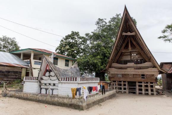 viajoscopio.com - Tuk Tuk, Samosir Island, Danau Toba, North Sumatra, Sumatra, Indonesia -275