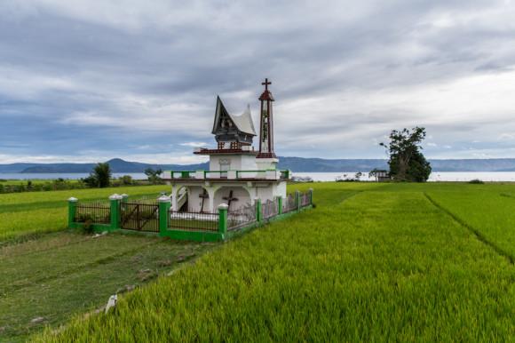 viajoscopio.com - Tuk Tuk, Samosir Island, Danau Toba, North Sumatra, Sumatra, Indonesia -322