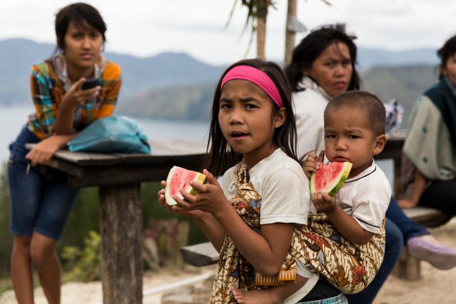 """""""Acá tenemos todo, no necesitamos para vivir nada que no nos dé la isla sin que tengamos que pagarlo"""" me decía Obi, uno de los chicos Batak Toba que conocí en el supervolcán."""
