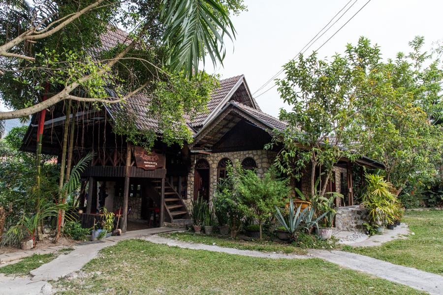 viajoscopio.com - Tuk Tuk, Samosir Island, Danau Toba, North Sumatra, Sumatra, Indonesia -368